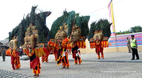 Parade 20 dadak merak festival bantarangin tahun 2013 di Monumen bantarangin